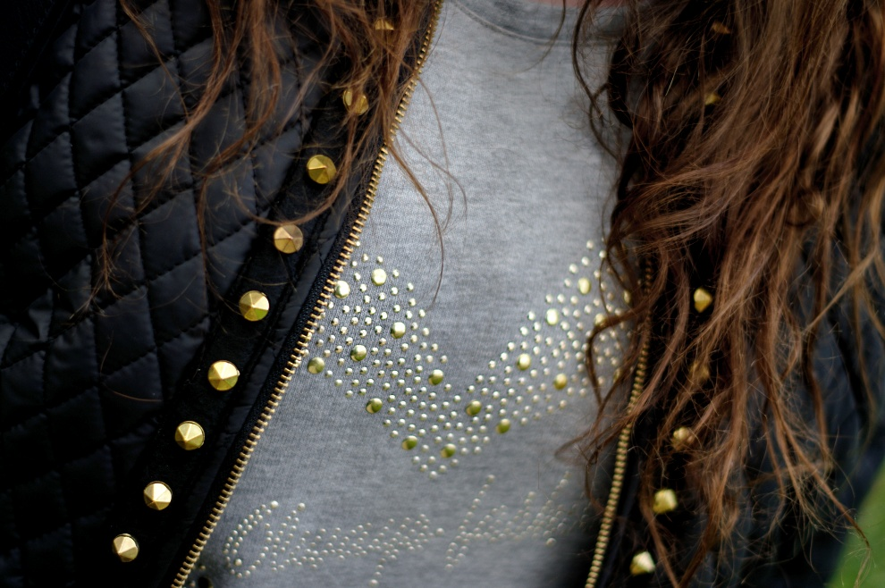 Yoek quilted jacket with golden studs