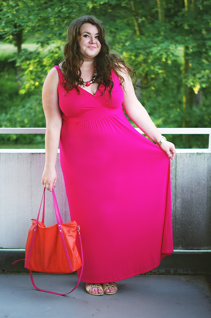 Große Größen Plus Size Fashion Blog pink asos curve dress