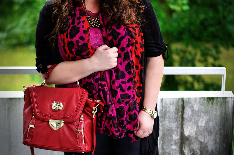 Burgundy with black - my plus size travel outfit
