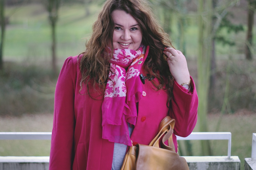 Große Größen Plus Size Fashion Blog F&F pink duffle coat grey dress jilsen boots