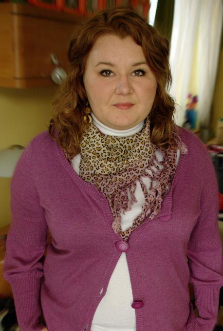Mój nieszczęsny sweter, różowa panterka i oklepany naszyjnik Opia.. ;)