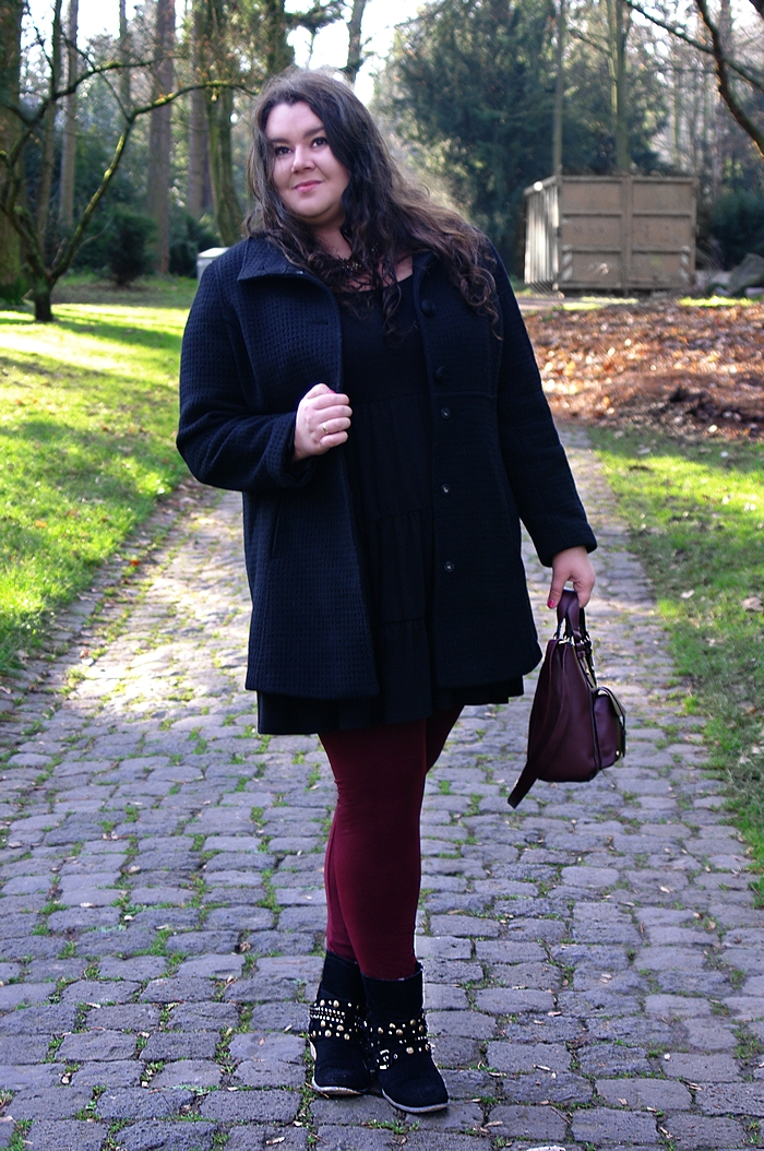 636: Two colour mix - burgundy with black