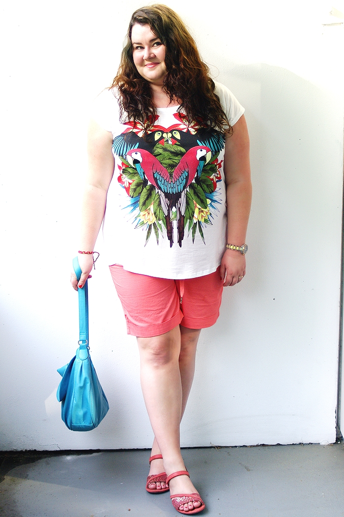 Große Größen - Plus Size Fashion Blog - Clockhouse XL Shorts Parot Shirt