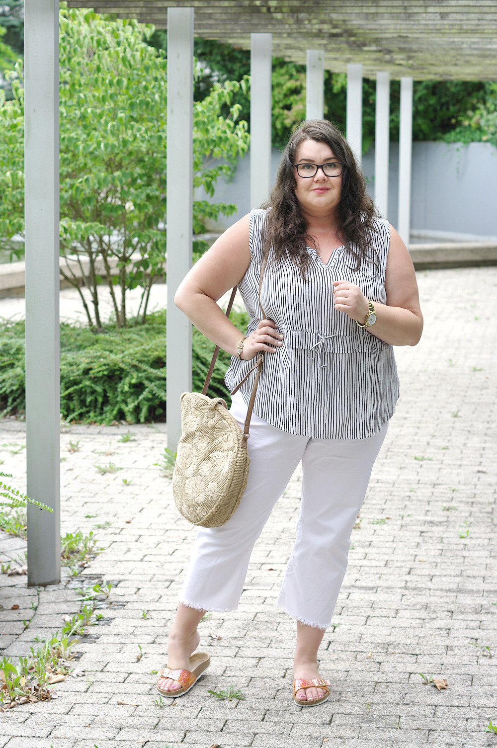 Große Größen Plus Size Fashion Blog white pants orange birkenstock madrid