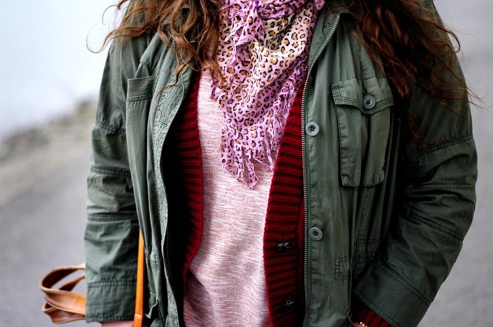 Khaki, pink & red