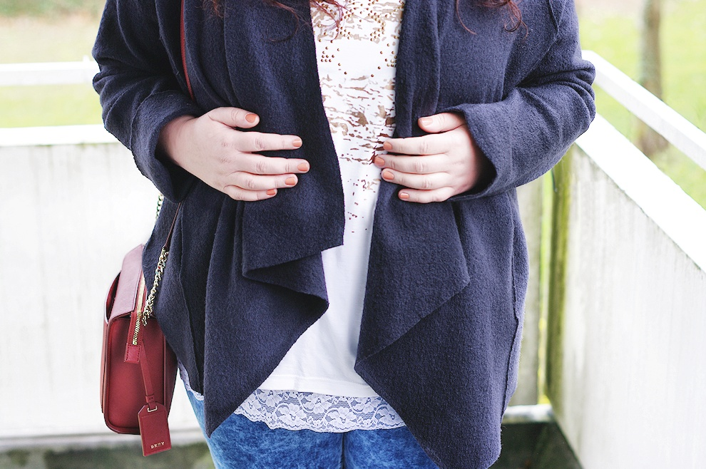 An extremely simple plus size outfit