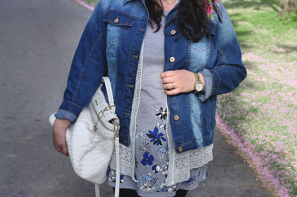 Kirschblüten und ein Outfit für den Frühling